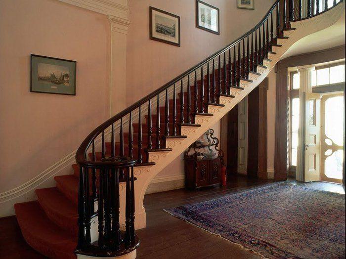Tổng hợp 10+ mẫu cầu thang gỗ đẹp nhất cho ngôi nhà của bạn 2020