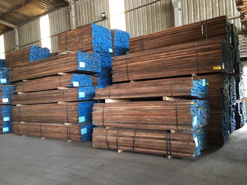 mẫu gỗ óc chó xuất nhập khẩu