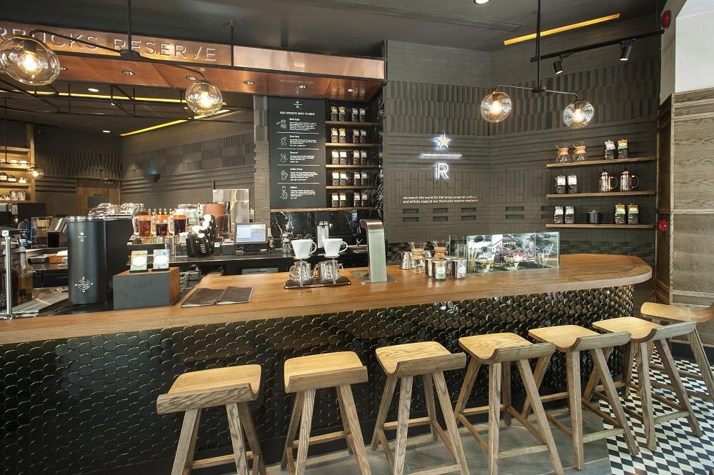 thiết kế quầy bar bằng chất liệu gỗ