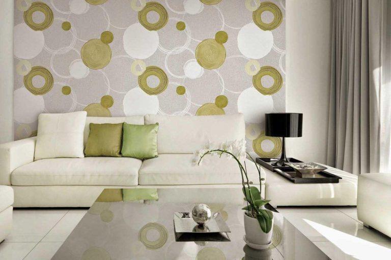 Sử dụng giấy dán tường có họa tiết đơn giản để trang trí cho phòng khách nhà bạn