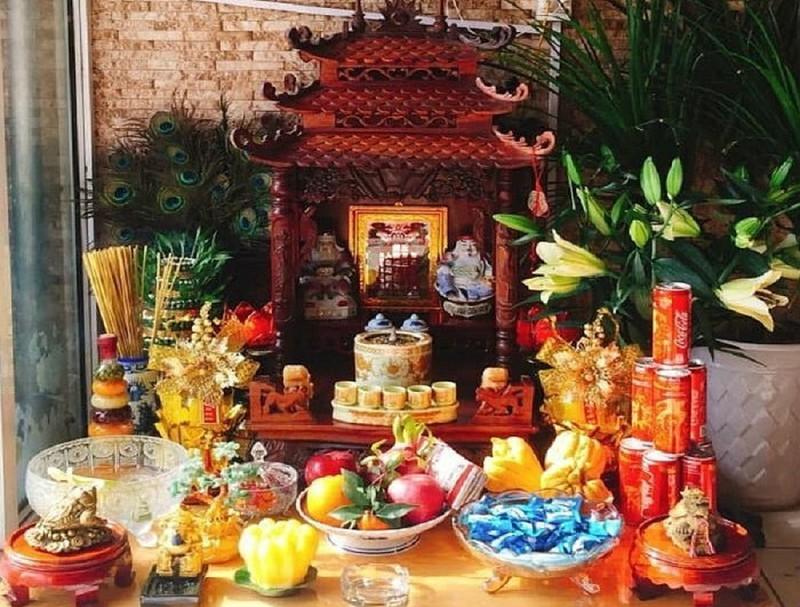 bàn thờ tần tài cửa hàng
