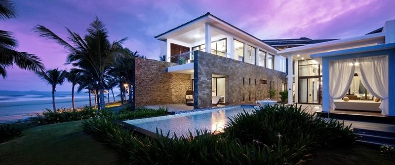 Hệ thống ánh sáng được thiết kế hòa hảo và mang đến sự sang trọng dành cho tổng thể căn biệt thự