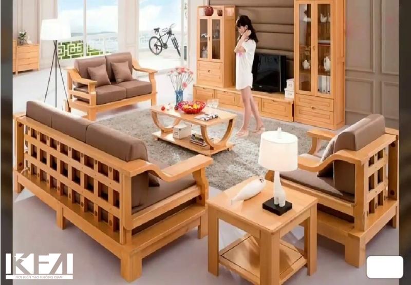 Bàn ghế gỗ mộc mạc, giản dị