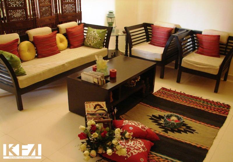 Không gian trầm ấm với màu gỗ gụ