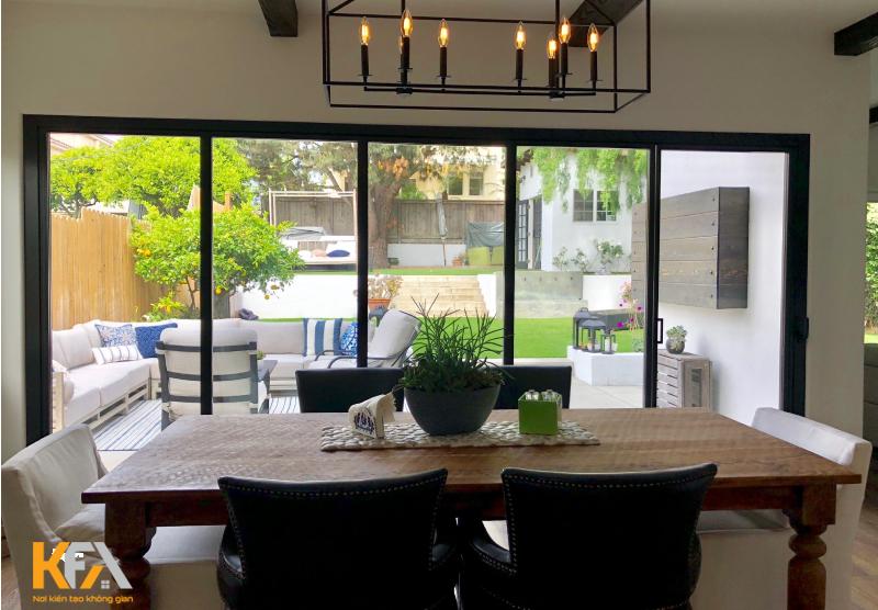 Phòng bếp đơn giản với sắc thái đen trắng cho không gian thêm thu hút và ấn tượng