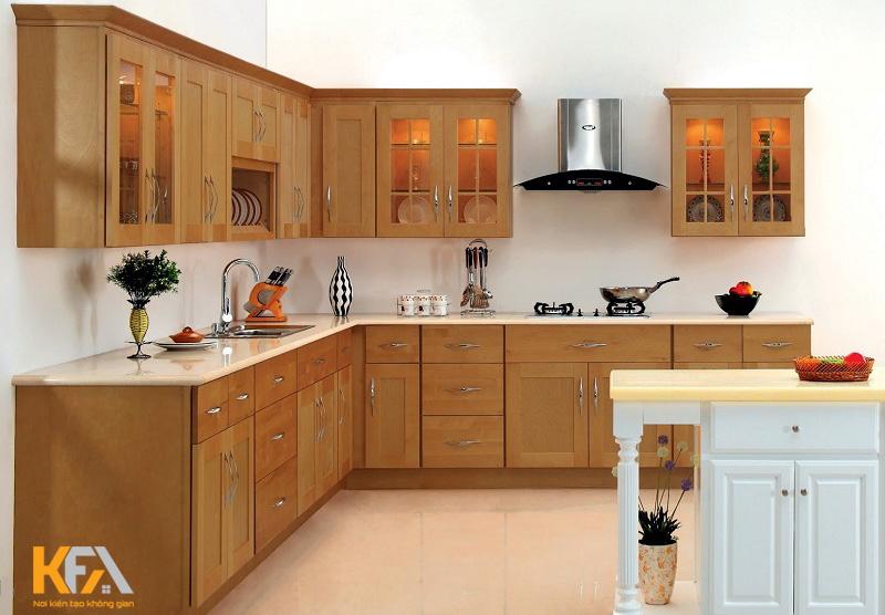Tủ bếp gỗ gõ đỏ là phong cách thiết kế được nhiều chủ đầu tư lựa chọn, không chỉ có gam màu trầm ấm mà chất liệu này còn có mùi rất dễ chịu.