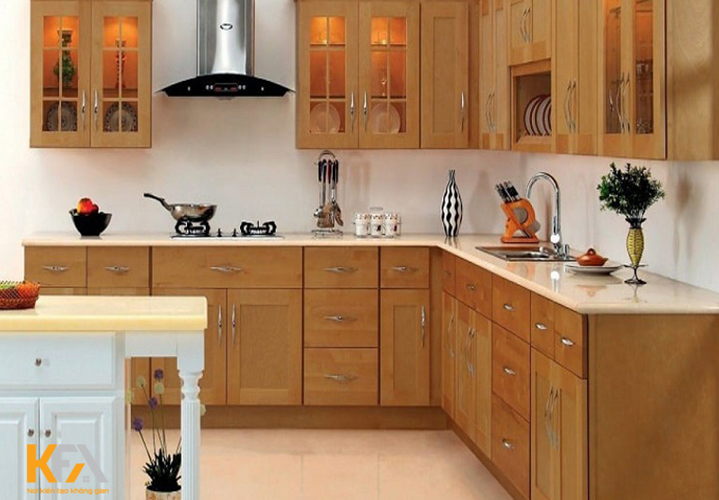 Tủ bếp gỗ tự nhiên cũng là sự lựa chọn của nhiều gia đình