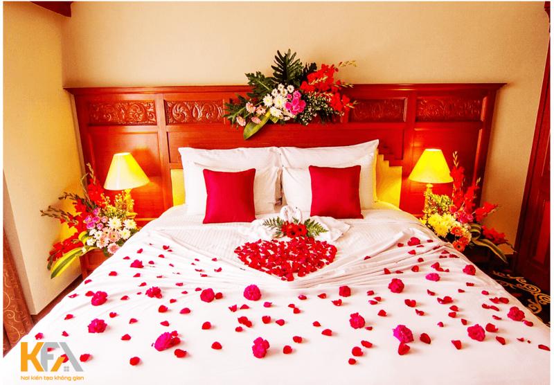 Trang trí phòng cưới bằng hoa tươi