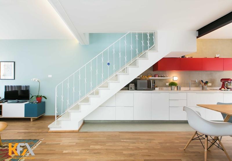 Căn bếp sáng tạo mang đến cho không gian tầng trệt thêm gọn gàng, ngăn nắp