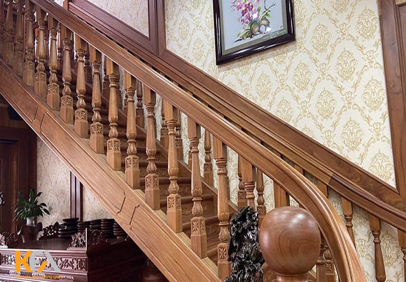 Nội thất gỗ lim cứng cáp, chắc chắn và có thể chống được mối mọt và chống được cong vênh.